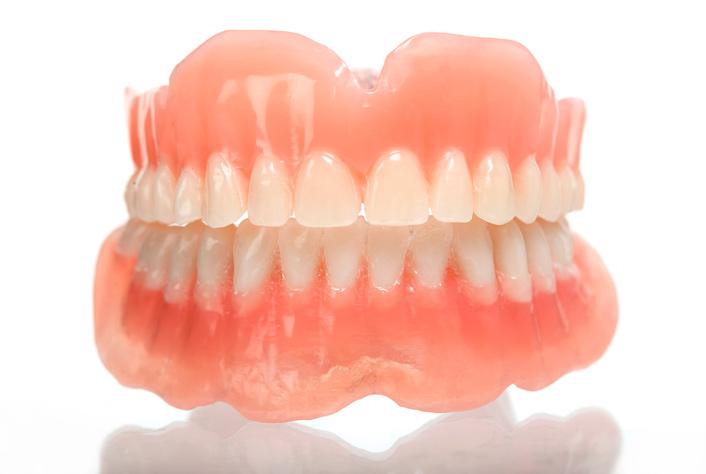 Силиконовые съемные зубные протезы