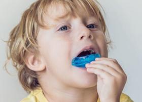 Как выровнять зубы без брекетов: альтернативы